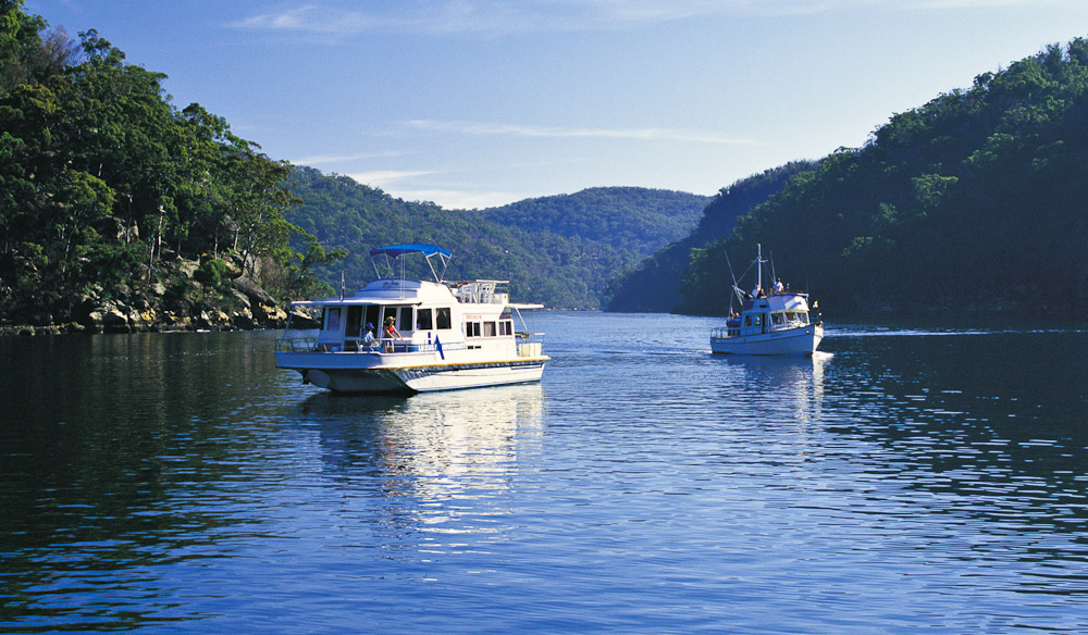 Hawkesbury River exploration by Houseboat